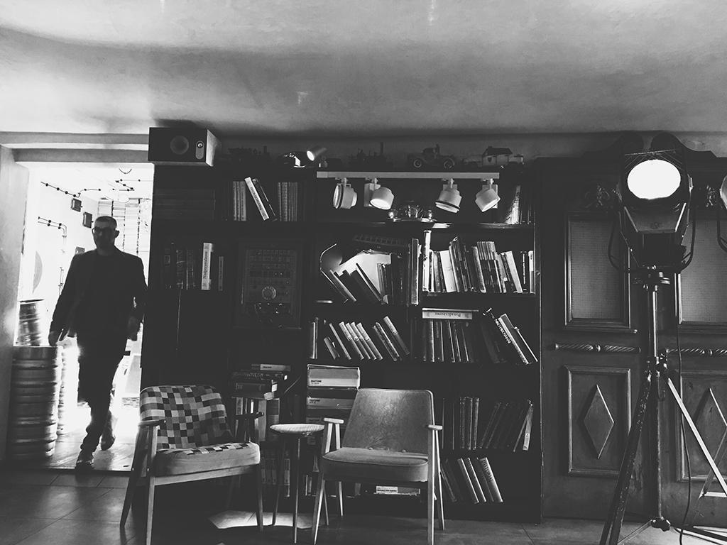 jozefk gdansk cafe gdansk tri city poland; best coffee in gdansk; best bar in gdansk; retro quirky furniture